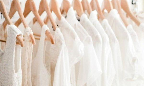 Les 10 secrets pour garder vos vêtements blancs