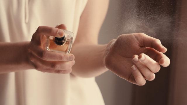 10 bons gestes à adopter pour faire durer son parfum plus longtemps