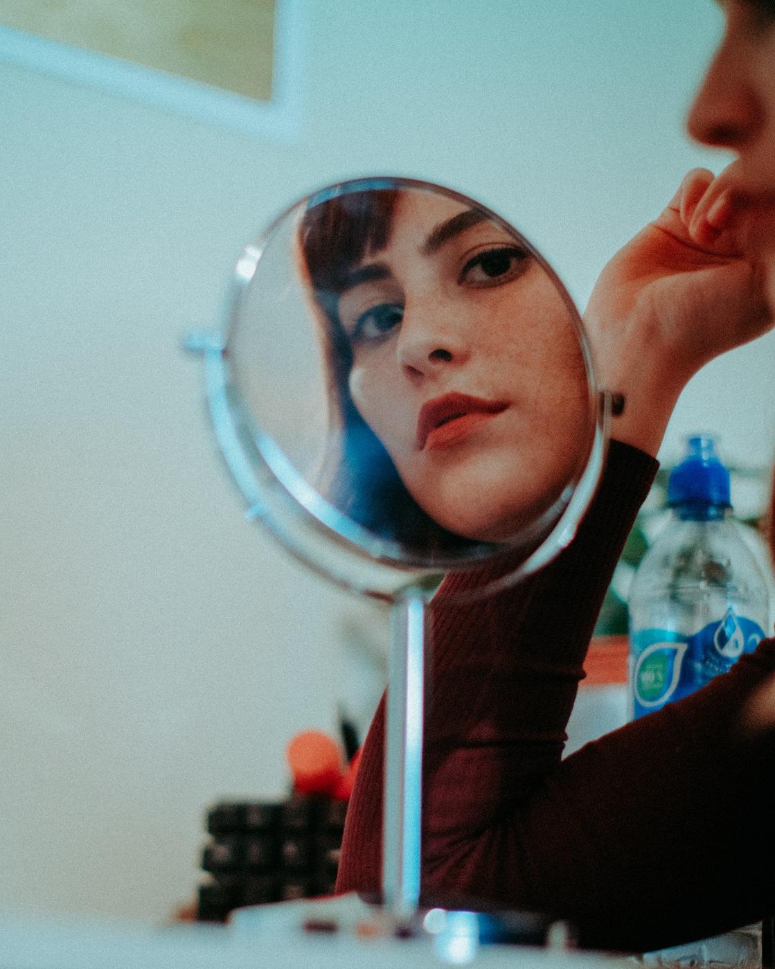 Découvrez comment avoir des sourcils parfaits et impeccables grâce à ces conseils extrêmement simples