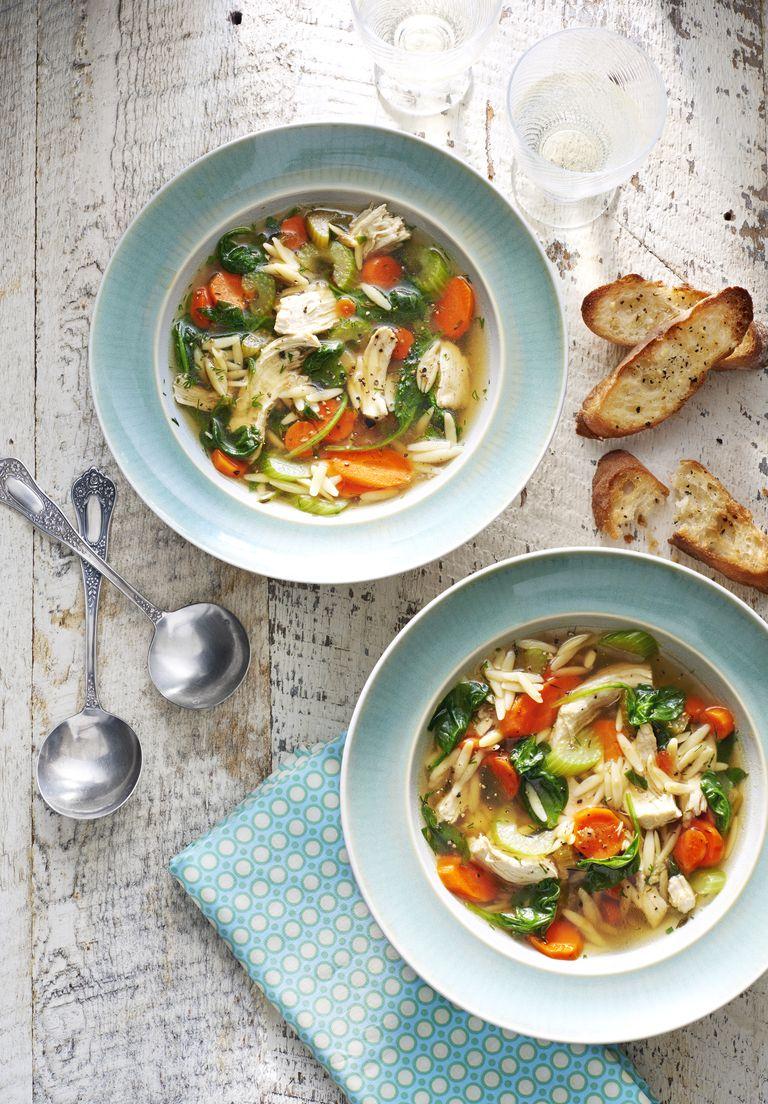Rien de plus réconfortant que cette soupe au poulet citronné et à l'aneth de Delish