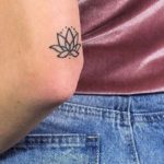 10 idées de tatouages parfaites pour les adeptes de yoga