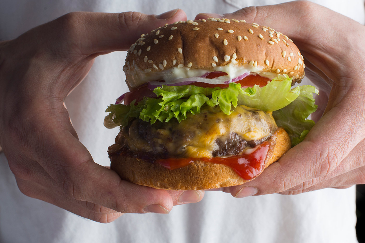 The Best BBQ Tips to Cook The Most Delicious Burgers - BetterBe